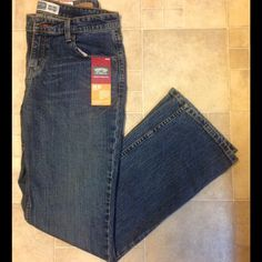 """NWT Levi's Bootcut Jeans 10L NWT! Misses Size 10 Long, 10L .Mid rise, Bootcut. Sits below waist. Contoured waist. Relaxed through hip and thigh. 99% cotton. 1% spandex. 32"""" inseam. Non smoking home! Levi's Jeans Boot Cut"""