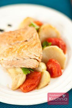 Łosoś z kalarepą i pomidorami http://pozytywnakuchnia.pl/losos-z-kalarepa/  #przepis #ryba #losos #kuchnia