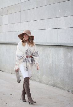 Love the camel and white combo.  So chic yet comfy, classic style.  Hermes belt and white winter look by fashion blogger Mónica Sors, Barcelona