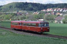 VT 795 240 mit VB in Mai 1991 bei Kasendorf auf der Strecke Kulmbach- Thurnau. (Peter Gisder)