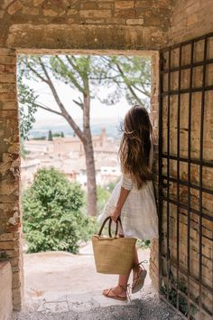 Tuscany For Our Anniversary Part - Gal Meets Glam Julia Engel Jeanne En Provence, Anniversary Part, Estilo Gigi Hadid, Italy Outfits, Gal Meets Glam, Summer Aesthetic, Preppy Outfits, Teenage Outfits, Positano