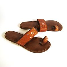 Tooled Leather Sandals 1970s Vintage by purevintageclothing