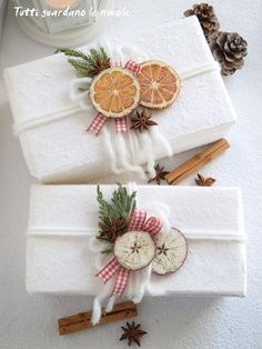 - Packaging Natalizio, decorazioni in stile Country … – Christmas Packaging, Country style decorations … – - Christmas Gift Wrapping, Christmas Decorations To Make, Xmas Gifts, Christmas Crafts, Christmas Ornaments, Xmas Presents, Christmas Mood, Country Christmas, All Things Christmas