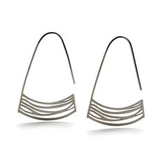 Stream earrings by in-sync design Minimal Jewelry, Modern Jewelry, Metal Jewelry, Jewelry Art, Jewelry Design, Unique Earrings, Beautiful Earrings, Earrings Handmade, Contemporary Jewellery