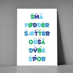 Postkort XL - Små fødder, blå Magic Words, Quote Prints, Sign Quotes, Cutest Thing Ever, Baby Clip Art, Things To Know, Babyshower, Baby Room, Picture Quotes