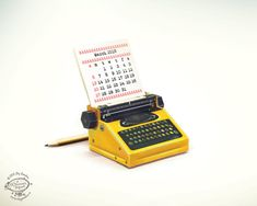 2016 Calendar | This free printable 2016 calendar will tickle the creative side! Print and Fold Typewriter with monthly date cards.