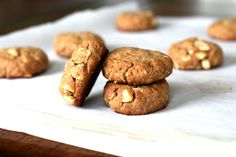 Foodie Friday: Maple Almond Butter + Macadamia Nut Cookies {Gluten Free, Vegan} | The Fit Foodie Mama