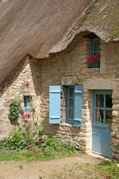 'House with reed roof - Haus mit Reetdach' by Ralf Rosendahl - and those red geraniums with those blue shutters and door. Style Cottage, French Cottage, Cozy Cottage, Cottage Living, Cottage Homes, Shabby Cottage, French Country, Fairytale Cottage, Storybook Cottage