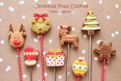 christmas cookie pops Christmas Pops, Christmas Clay, Holiday Treats, Christmas Treats, Christmas Decorations, Cake Cookies, Christmas Cookies, Sugar Icing, Cookie Pops