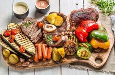 The Paleo diet is based on foods that early humans are believed to have eaten. Many adopt the Paleo diet to lose weight or for a lifestyle change. Gout Diet, Diverticulitis Diet, Paleo Diet Weight Loss, Paleo Diet Plan, Healthy Foods To Eat, Healthy Baking, Healthy Protein, Eating Healthy, Dieta Dash