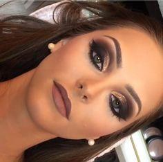Smokey Eye Make-up zum Ausprobieren - Prom Makeup Black Girl Glam Makeup, Bridal Eye Makeup, Makeup Salon, Dress Makeup, Wedding Hair And Makeup, Makeup Brushes, Dramatic Bridal Makeup, Makeup Style, Makeup Geek