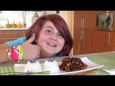 Tiffy is cooking a great version of Chicken Kung pao Indian Food Recipes, Asian Recipes, Sushi, Chicken Recipes, Cooking, Videos, Youtube, Kitchen, Indian Recipes