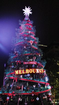 Christmas in Melbourne,Australia ¸.•♥•.  www.pinterest.com/WhoLoves/Christmas  ¸.•♥•.¸¸¸ツ #Christmas
