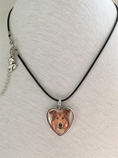 Here is a stunning cabochon necklace to offer as a gift to someone who love dogs or for yourself Buy And Sell, Pendant Necklace, Gifts, Handmade, Stuff To Buy, Gift Ideas, Jewelry, Women, Presents