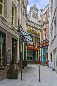 City of London: Leadenhall Market, from Lime Street Passage. | by netNicholls - I've seen the movies and I've visited Leadenhall and other than this one view, with a lot of false fronts, I just don't see it...