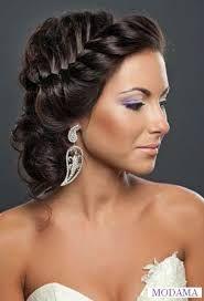 Výsledek obrázku pro účesy na ples pro polodlouhé vlasy