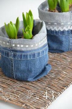 Bloempotje van broekspijpen van spijkerbroek