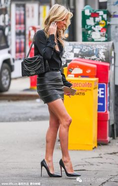 Nicky Hilton Photos - Socialite Nicky Hilton catching a cab in New York City, New York on March Nicky has been busy preparing for her upcoming summer wedding. - Nicky Hilton Catches a Cab in NYC Sexy Legs And Heels, Sexy High Heels, Rock Outfits, Sexy Outfits, Sexy Rock, Talons Sexy, Belle Silhouette, Celebrity Style Guide, Look Fashion