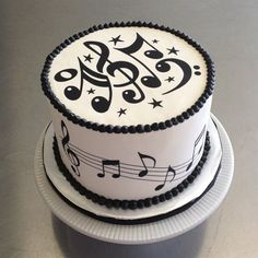 Sugar Song Cakes: A birthday cake playing to the musician, this over Music Birthday Cakes, Music Themed Cakes, Music Cakes, Happy Birthday, Beautiful Cakes, Amazing Cakes, Bolo Musical, Cake For Boyfriend, Piano Cakes