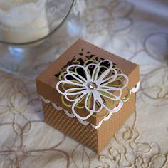 BigShot plus geschenkbox Paper Crafts Origami, Diy Paper, Gift Box Design, Tag Design, Sizzix Big Shot Plus, Memory Box Cards, Exploding Box Card, Shots Ideas, Karten Diy