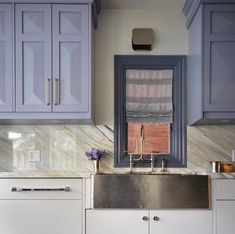 This Thompson Traders stainless steel sink is a show stopper! Kitchen design by Meredith Heron. #PremiumOnModenus