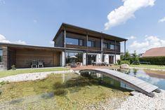 Gartengestaltung mit Terrasse und Hartl Haus Garden Inspiration, Liberty, Architecture Design, Gardens, Mansions, House Styles, Home Decor, Gable Roof, Porches
