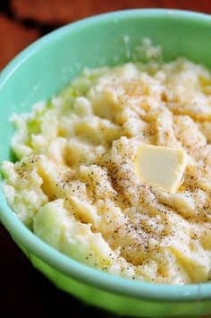 Roasted Garlic Mashed Potatoes Recipe Garlic and mashed potatoes mixed in one, it gives you an excellent meal, quick to be made, and sure tasty as the other ones. So guys let's make some perfect meal for lunch or dinner