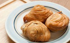 Ona son zamanların popüler böreği demek yanlış olmaz. İşin sırrı hazır yufkadan da hazırlanabilen porsiyonluk böreği doğru şekilde katlamak.