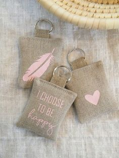 Fleur de Lis Quilts and Accessories - Disastrous Tutorial and Ideas Felt Crafts, Fabric Crafts, Diy And Crafts, Couture Lin, Felt Keychain, Keychains, Diy Gifts, Handmade Gifts, Lavender Bags