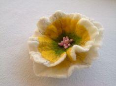 Bunten Filz Brosche gelb grün weiße Blume Wolle Accessoires