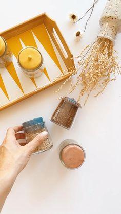 Comment recycler vos petits pots de yaourts @lafermierefr en contenants fermés ! Pour vous, j'ai imaginé un DIY de bouchons faits à la main en pâte polymère (pâte Fimo), designs et colorés, qui vous permettra de décliner à volonté des petits bocaux hermétiques, utiles à vos gouters, votre vrac, etc !  ⠀ Ceramic Teapots, Ceramic Bowls, Ceramic Pottery, Polymer Clay Crafts, Resin Crafts, Diy Crafts, Upcycled Furniture, Diy Furniture, Diy Scrapbook
