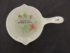 Vintage Milk Glass Souvenir Detroit Michigan Mini Cast Iron Pan Motor City WOW