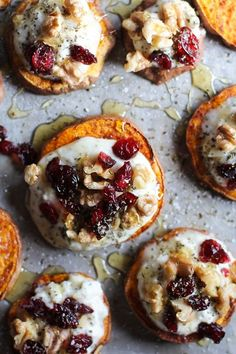 Cinnamon roasted sweet potato rounds with herbed ricotta, walnuts, cranberries, and honey #appetizer #healthy #recipe