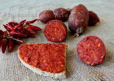 La Nduja calabreseun eccellenza calabresedal sapore piccante, se non piccantissimo un insaccato con cui si possono preparare tanti piatti.