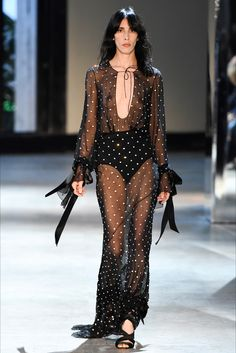 Catwalk photos and all the looks from Alexandre Vauthier Autumn/Winter Couture Paris Fashion Week Haute Couture Style, Couture Mode, Couture Fashion, Runway Fashion, Fashion Week Paris, World Of Fashion, High Fashion, Fashion Show, Fashion Design