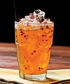 Maracujá picante (Foto: Ricardo Corrêa/Editora Globo) Cocktails, Cocktail Drinks, Tapas Menu, Fruit Juice Recipes, Bar Drinks, Beverages, Non Alcoholic, Summer Drinks, Snack