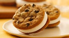 S'more Sandwich Cookies - Pillsbury® chocolate chip cookies make this delightful dessert easy to make – cookies sandwiched with a marshmallow creme filling. Easy To Make Cookies, Easy Cookie Recipes, Homemade Cookies, Baking Recipes, Dessert Recipes, Yummy Recipes, Sandwich Bar, Ice Cream Cookie Sandwich, Sandwich Cookies