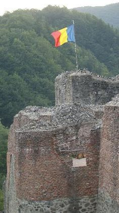 Poenari Castle, the real Castle Dracula, Romania Vampires, Real Castles, Dracula Castle, Vlad The Impaler, Romania Travel, The Beautiful Country, Abandoned Castles, Beautiful Architecture, Places Around The World