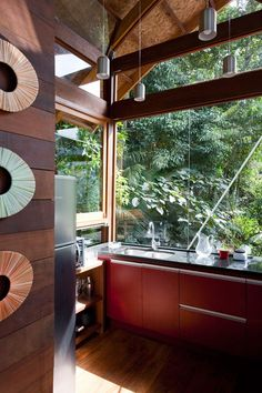 A kitchen with windows and surrounded by nature, yes please! This is what I want...windows, windows, windows!!