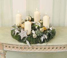 Adventskranz in weiß und gold