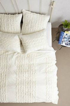 #white jersey quilt bedding  http://rstyle.me/n/gkaurpdpe