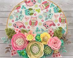 Felt flower hoop, felt flower wall decor , nursery decor , felt emboidery hoop