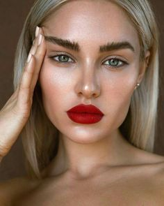 Bold lip l red lipstick looks l how to l natural makeup inspo l eyebrows . BEAUTY Make Up Statement Lips . Red Lip Makeup, Glam Makeup, Makeup Inspo, Makeup Inspiration, Beauty Makeup, Eye Makeup, Daily Inspiration, Drugstore Makeup, Makeup With Red Dress