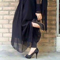 I love black Pakistani Bridal Wear, Pakistani Dress Design, Pakistani Dresses, Stylish Girls Photos, Stylish Girl Pic, Cute Girl Photo, Girl Photo Poses, Cool Girl Pictures, Girl Photos