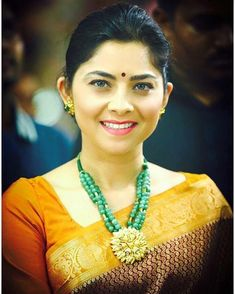 Your Eyes. the reasons to fall in love Sonalee Kulkarni, Face Cut, Beautiful Indian Actress, India Beauty, Indian Actresses, Falling In Love, Turquoise Necklace, Poses, Actors