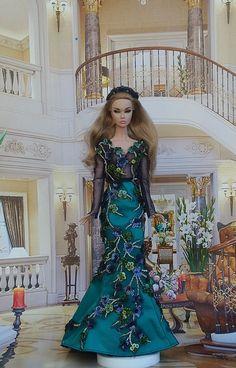 Doll Dresses, Girls Dresses, Cute Flower Girl Dresses, Princess Gowns, Pose For The Camera, Barbie Friends, Fashion Dolls, Barbie Dolls, Poppy
