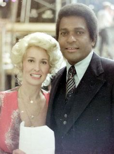 Tammy Wynette Charley Pride, grew up listening to with Dad. Male Country Artists, Country Female Singers, Country Music Singers, Charley Pride, Best Music Artists, Tammy Wynette, Preteen Girls Fashion, George Jones, Country Music Stars