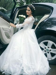 Hina Khan, I m the biggest fan of this pretty lady 15 Dresses, Indian Dresses, Bridal Dresses, Fashion Dresses, Wedding Gowns, Women's Fashion, Pakistani Bridal, Bridal Lehenga, Indian Celebrities