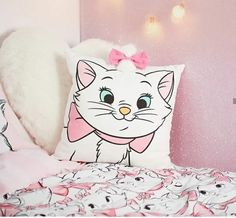 Double duvet set King duvet set bed sets x matching accessories are available soon ! Single Bedding Sets, Duvet Bedding Sets, Disney Marie, Marie Cat, Disney Bedding, Gata Marie, Disney Rooms, Bed Linen Design, Luxury Bedding Collections
