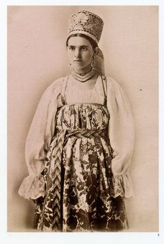 Russian peasant girl in traditional costume of the northern provinces, Natalia de Shabelsky collection Russian Folk, Russian Style, Folk Costume, Costumes, Ethnic Dress, Russian Fashion, Central Asia, Historical Clothing, World Cultures